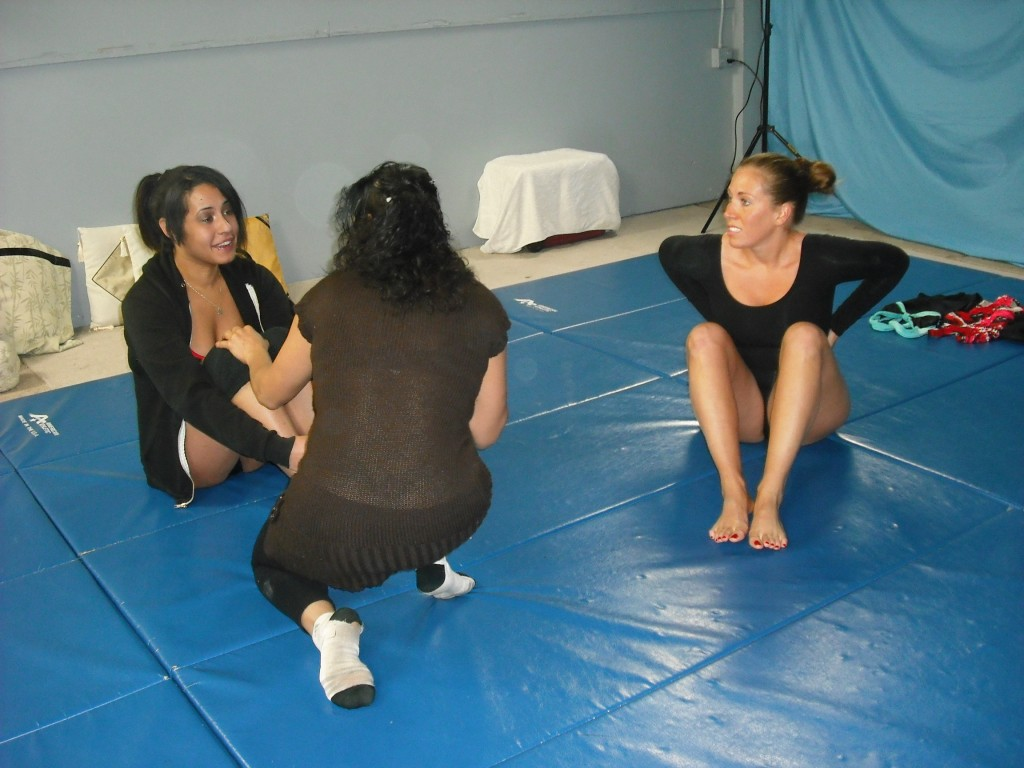 fciwomenswrestling.com article - photo