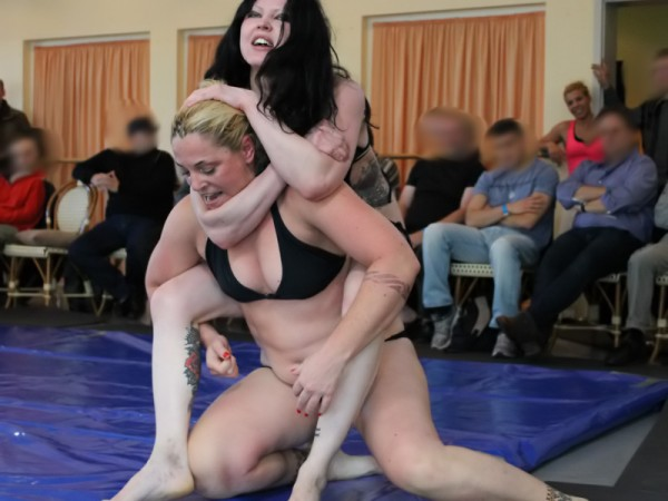 fciwomenswrestling.com article, femwrestle.com photo