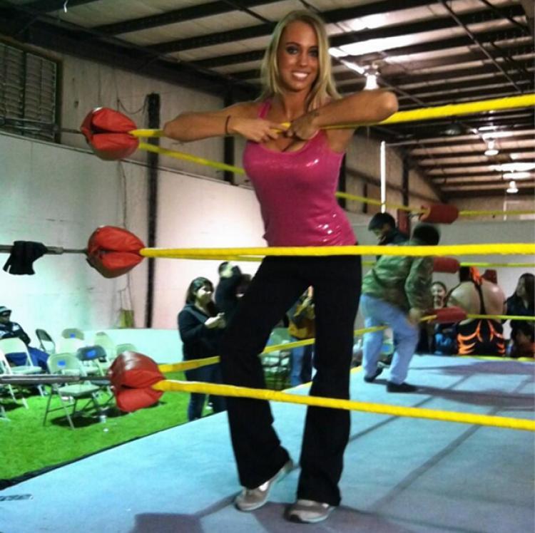 fciwomenswrestling.com article, nydailynews.com twitter.com photo